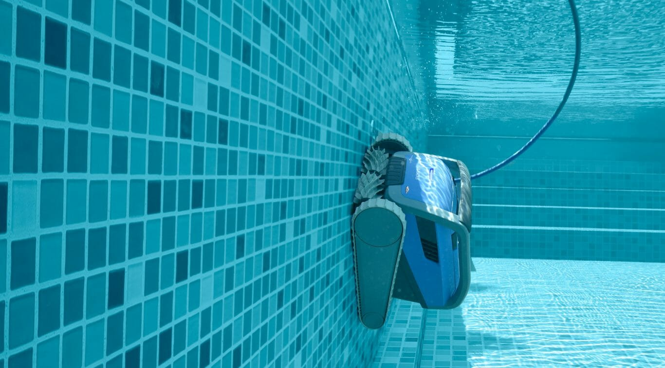 Dolphin M600 climbing a tiled pool wall